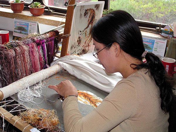 китайская вышивальщица