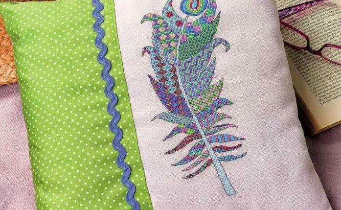 Схема для вышивки пера на подушке